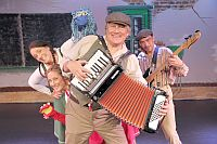 Family performance 'Aap Noot Mies' in the Zeeheldentheater on 25 March '18