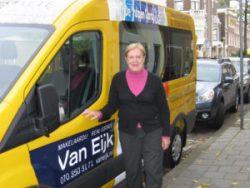 Gezicht achter de voordeur: Wijkbus Stap In