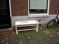 Thirteen 'buren banken' in Celebesstraat await tired neighbours